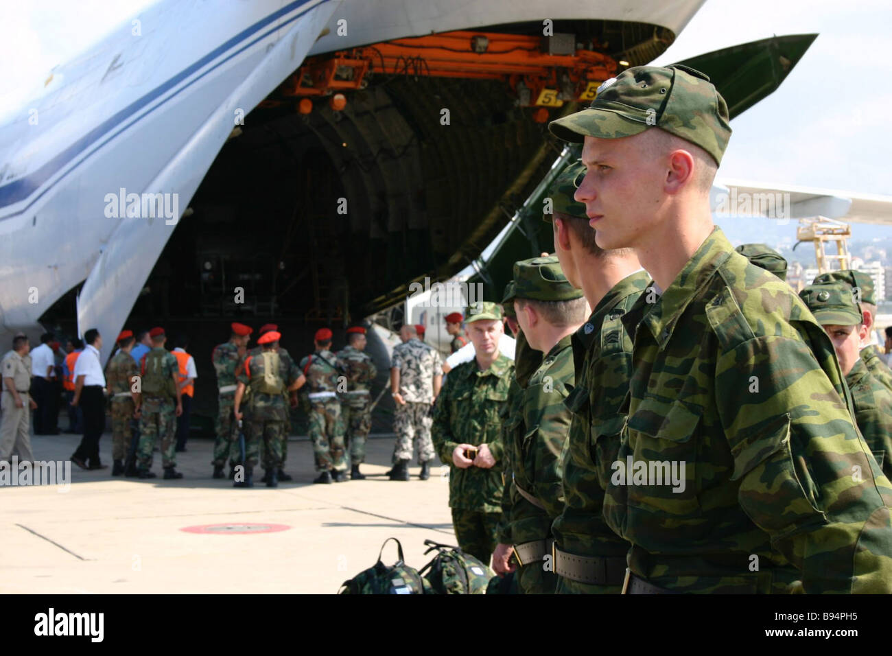 The first group of servicemen of the separate motorized rifle battalion of the Russian Defense Ministry arriving - Stock Image