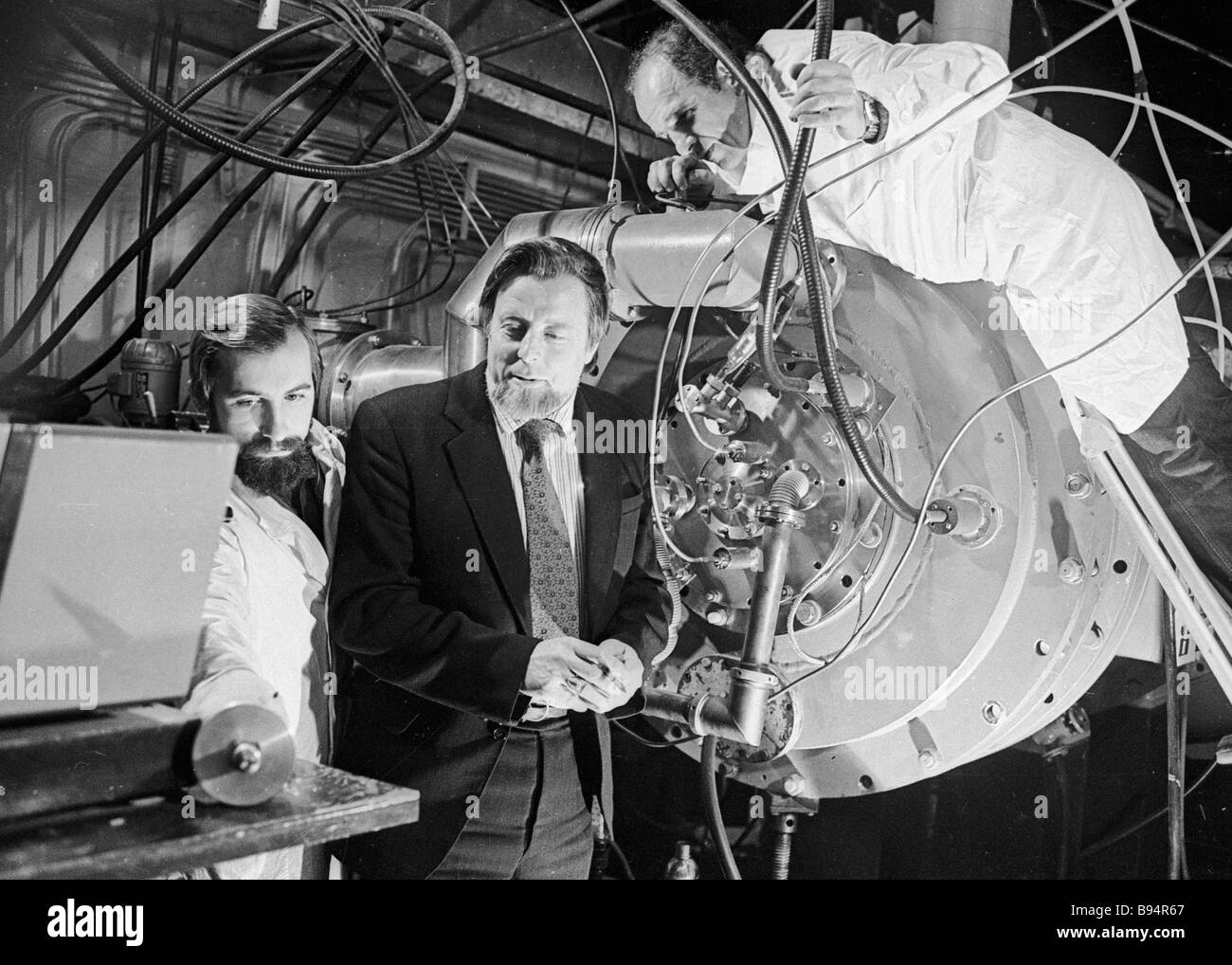Researchers of the Yefremov Electrophysical Equipment Research Institute conducting an experiment on the Neva accelerator - Stock Image
