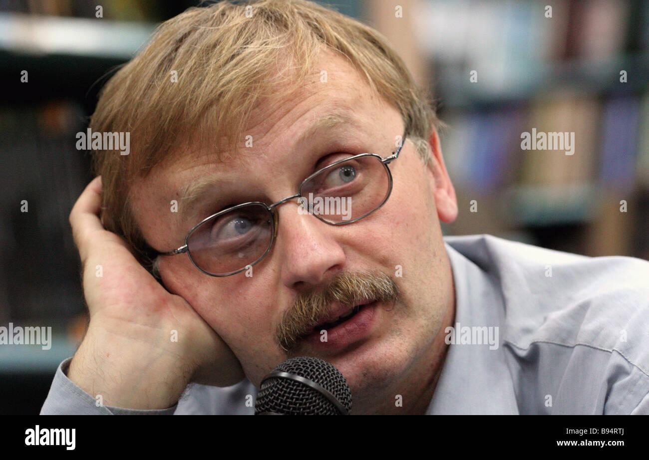 Writer Ilya Boyashov winner of the National Bestseller Russian literature award author of the book Muri s Path presenting - Stock Image