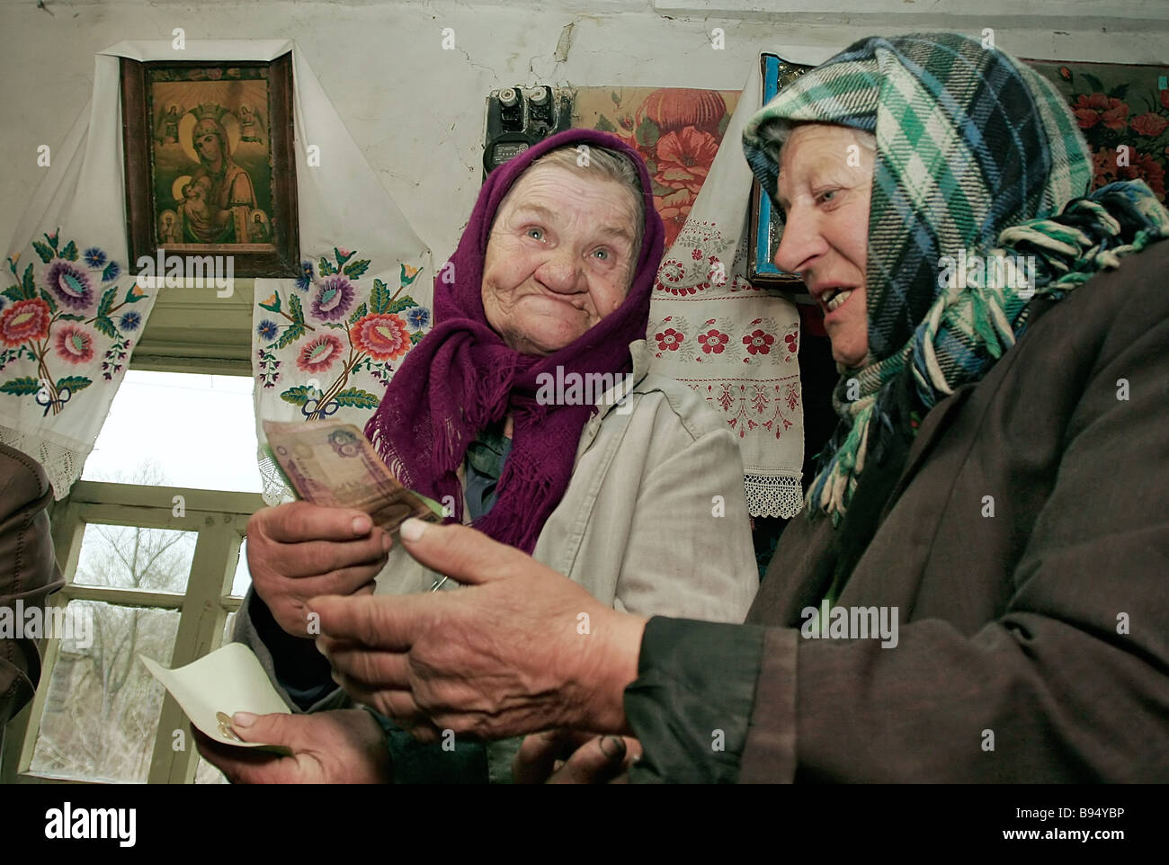 Rural dwellers in the village of Illintsy counting their pensions of 300 grivnas 60 and the Chernobyl extra hazard - Stock Image