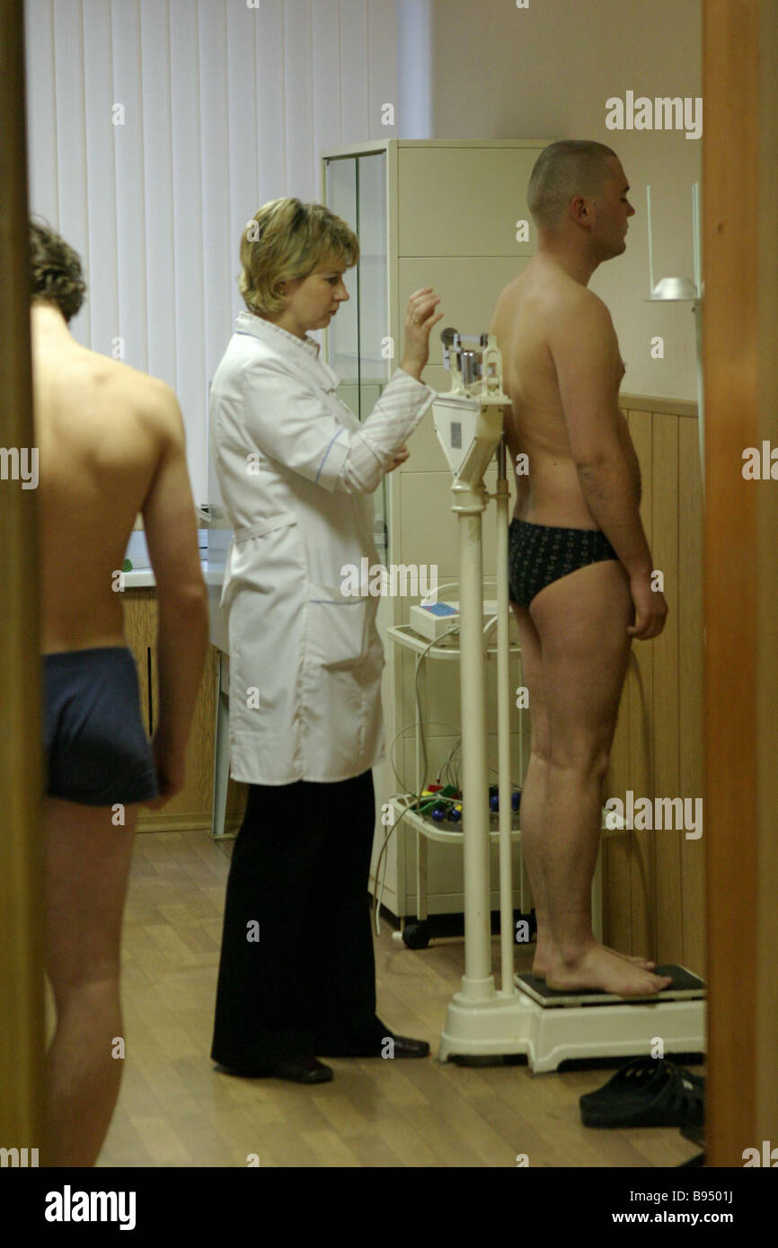 Recruits of the 2005 fall draft during medical examination at the Moscow Region induction center in Zheleznodorozhny - Stock Image