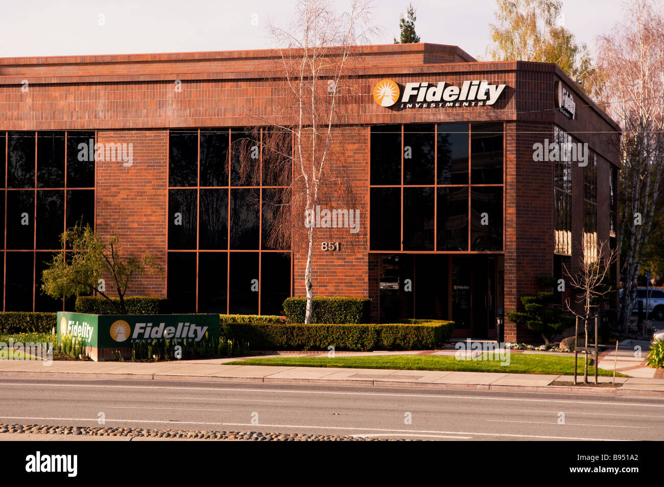 Outside of Fidelity Investments building with street sign and building sign visible - Stock Image