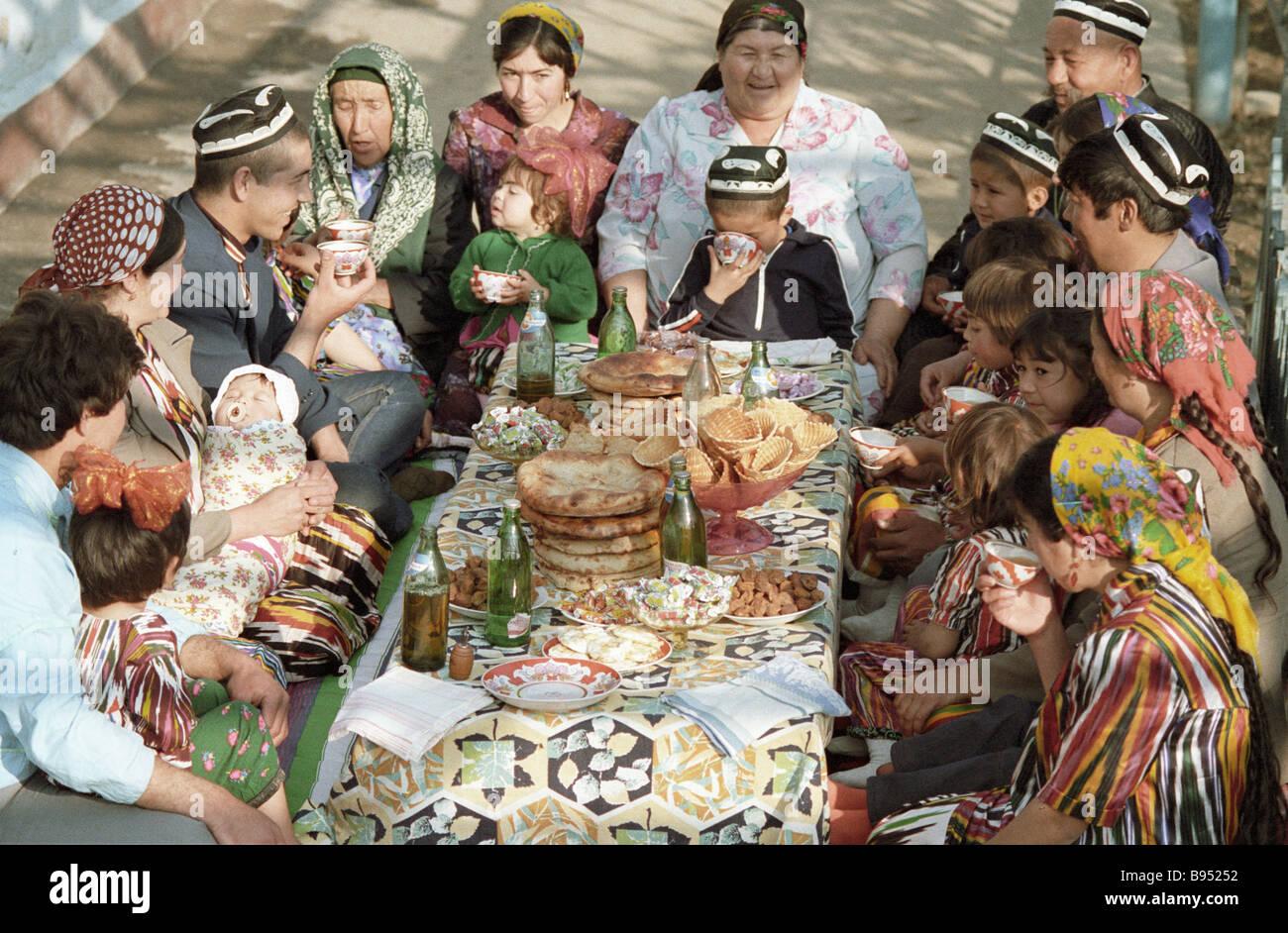 Открытка с днем рождения на узбекском, надписью