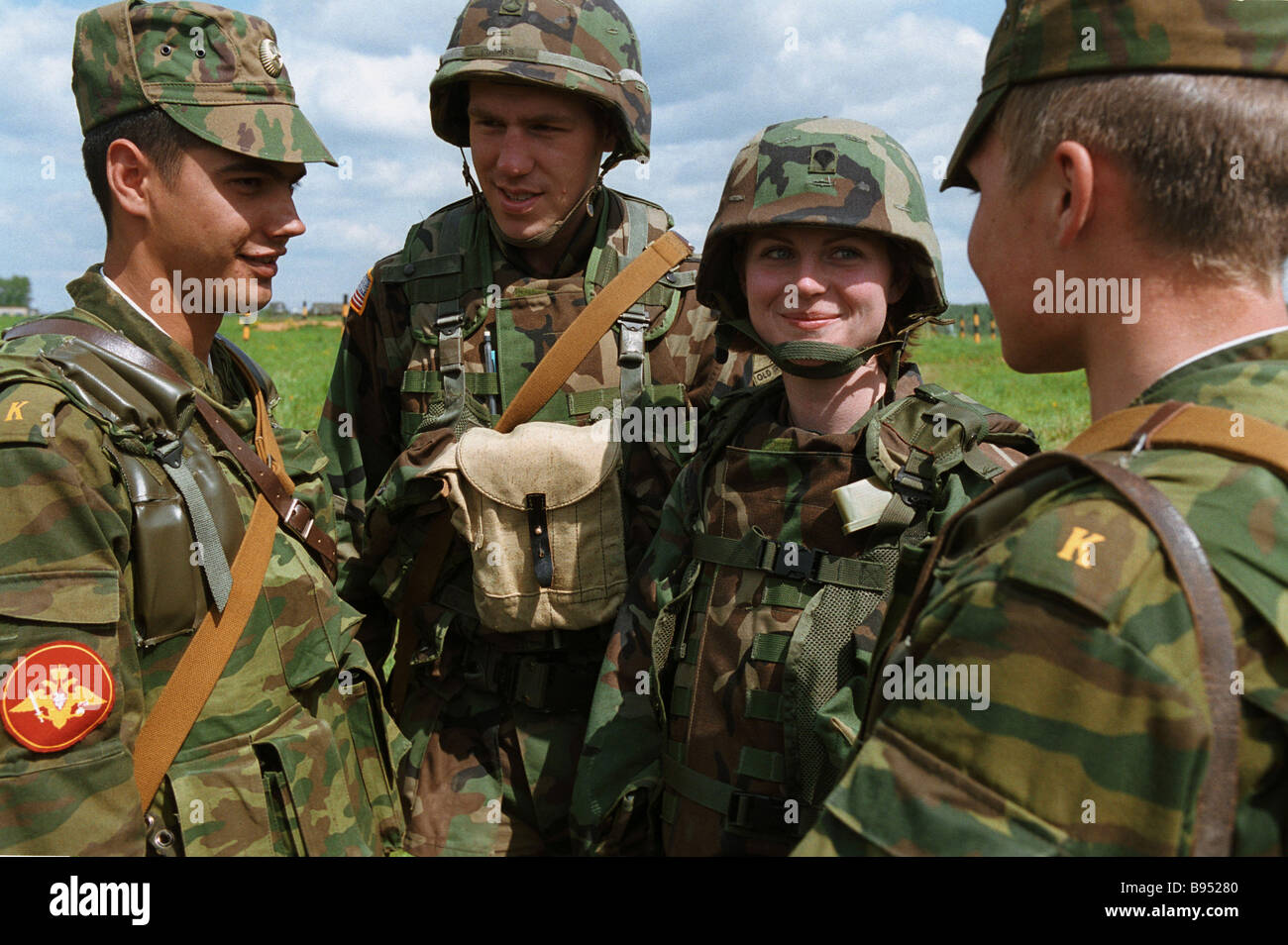 Russian and American servicemen participants in Torgau 2005 dry forces exercise - Stock Image