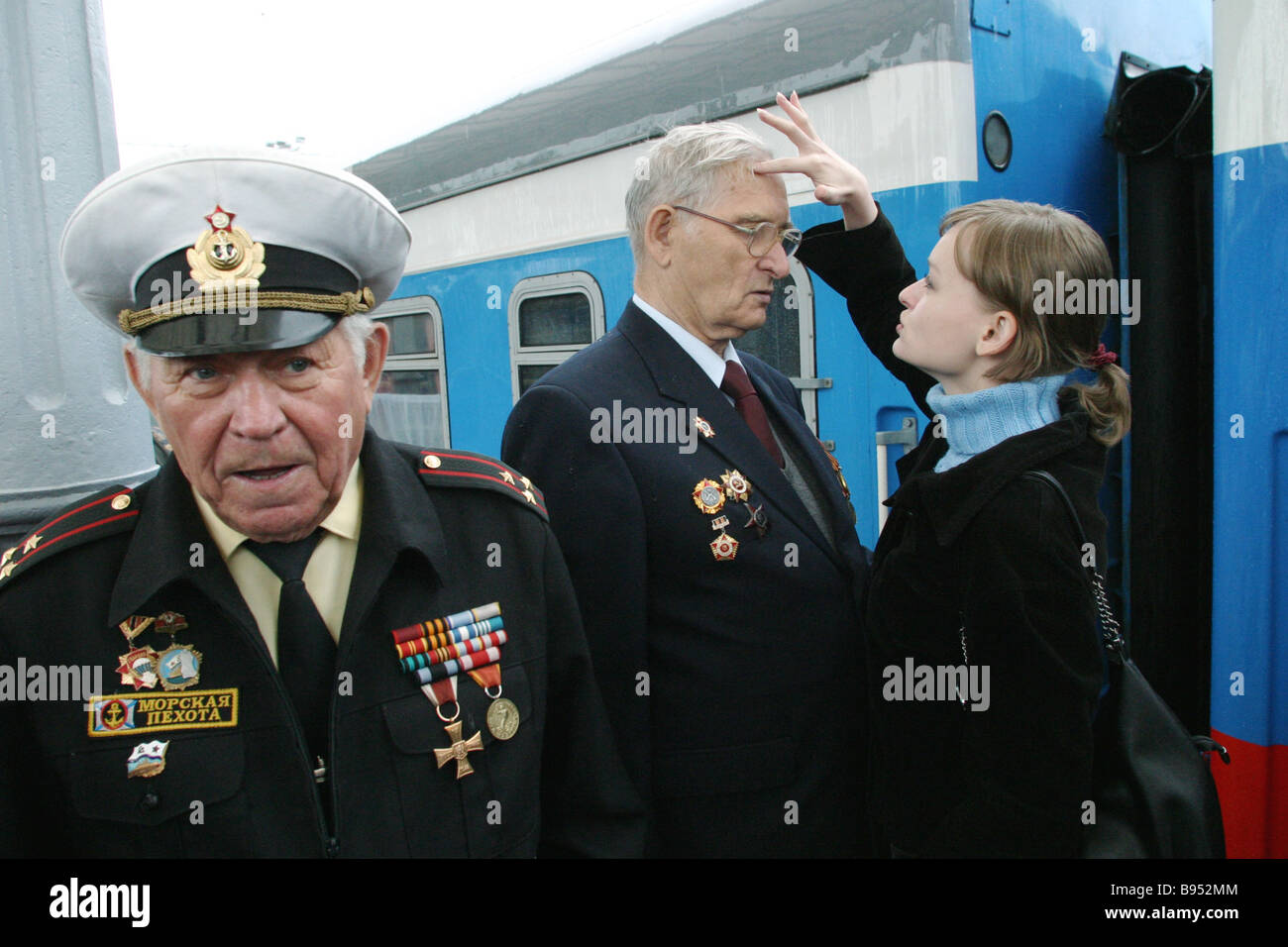 Veterans of the Great Patriotic War 1941 1945 Colonel Igor Sedyshev left and Captain Mikhail Zakharov with his granddaughter - Stock Image