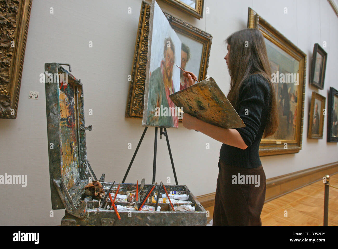 Copying reproduction of painting at the State Tretyakov Picture Gallery - Stock Image