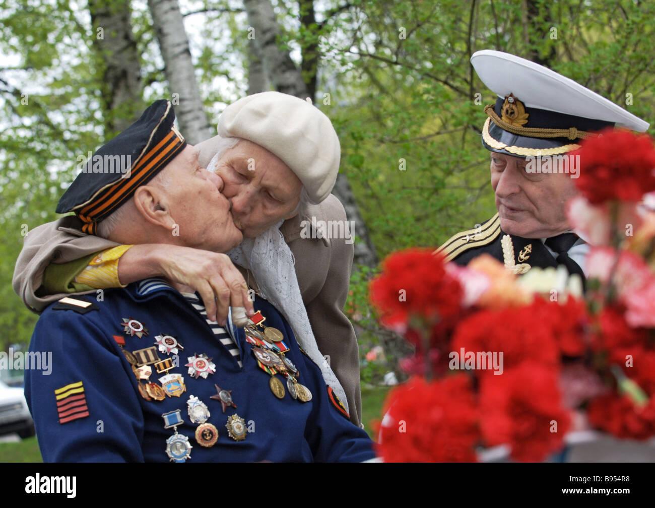 Pacific Fleet veterans celebrating the 62nd V E anniversary - Stock Image