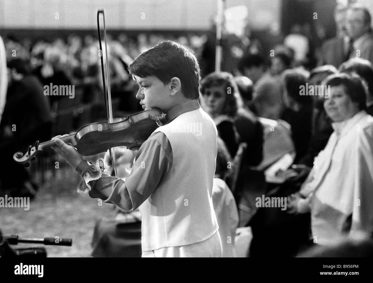 Violinist Alexander Semchuk from Ivano Frankovsk in the Ukrainian Soviet Socialist Republic thrills members of AssociationStock Photo