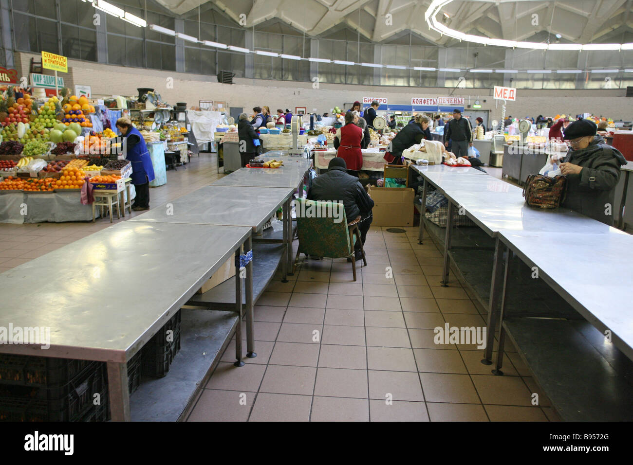 Vacant places at a Moscow market Labor migrants have ceased to work after the introduction of new migration laws - Stock Image