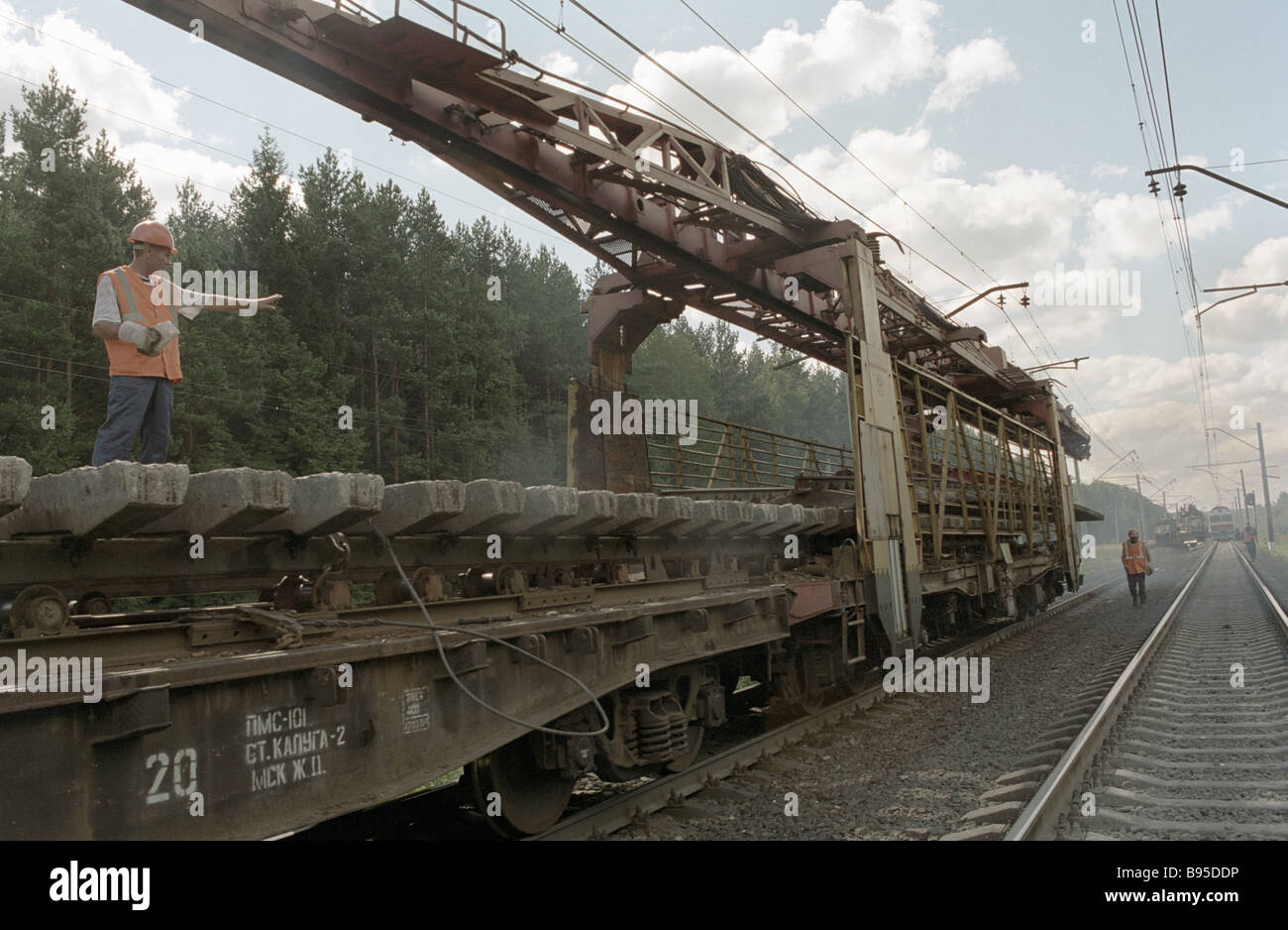 Unique machines for laying continuous welded rails on the Moscow