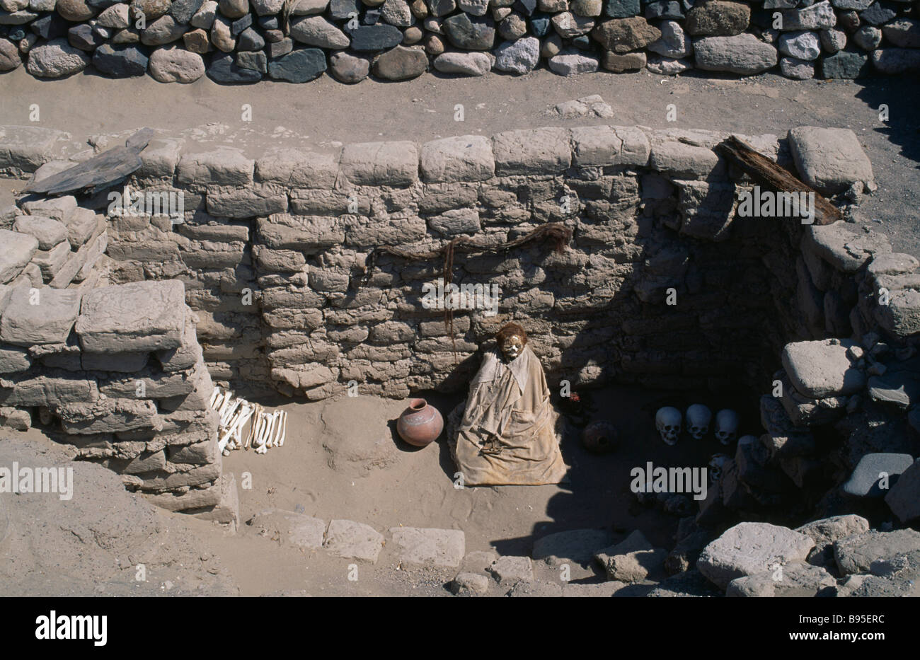 PERU Ica Administrative Division Nazca Nazca cemetery and mummified remains. - Stock Image