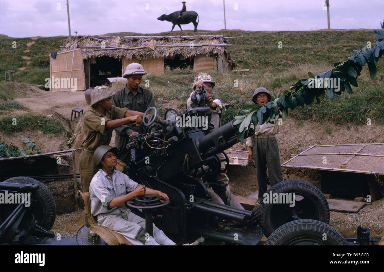 VIETNAM War North Central Thanh Hoa Members of Militia unit, not regular army with anti-aircraft missile launcher - Stock Image
