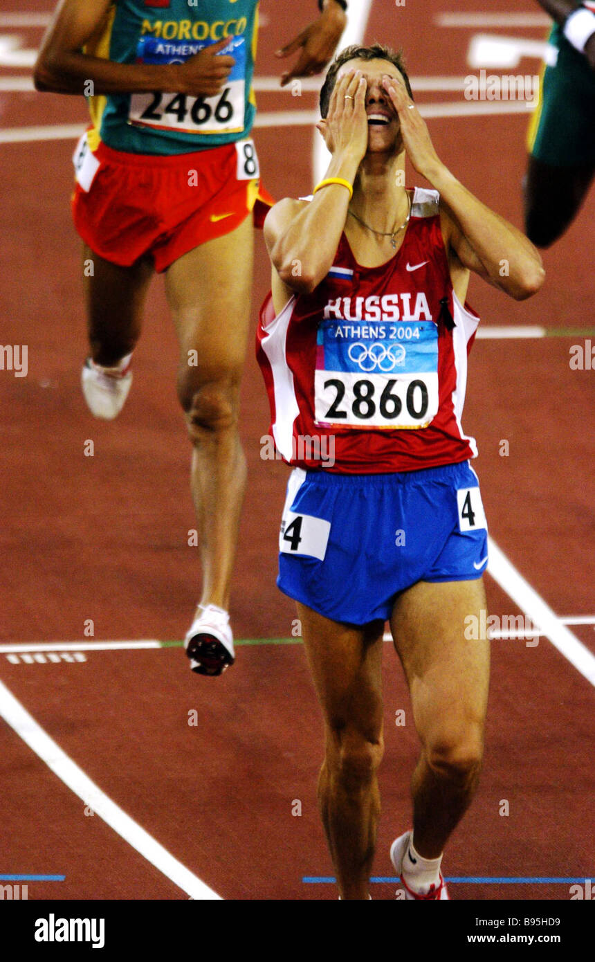 Russian athlete Yuri Borzakovsky gold winner of the 800 m race in the 28th Olympic Games - Stock Image