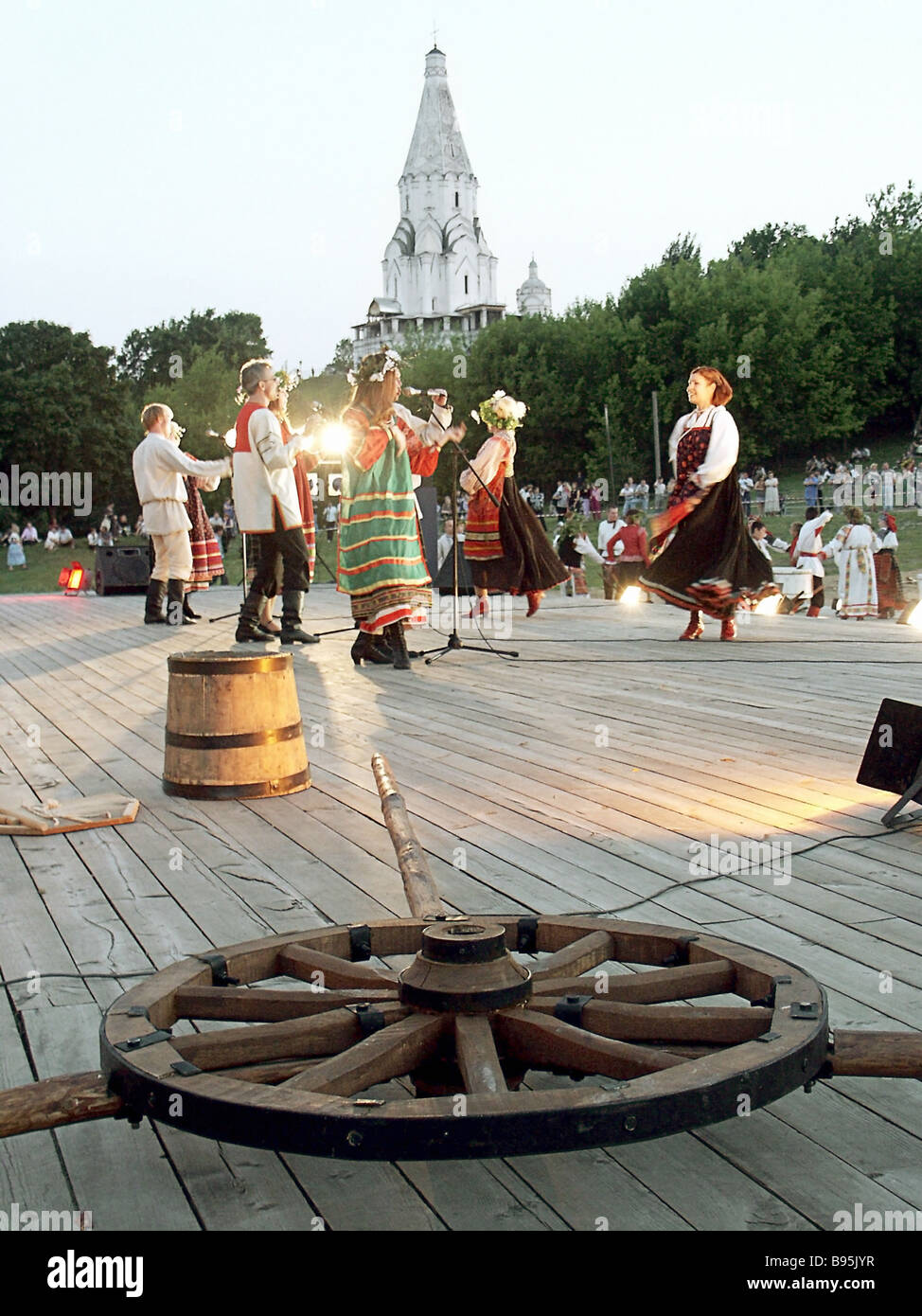 Folklore performances during Midsummer Night at the open-air museum Kolomenskoye in Moscow. - Stock Image