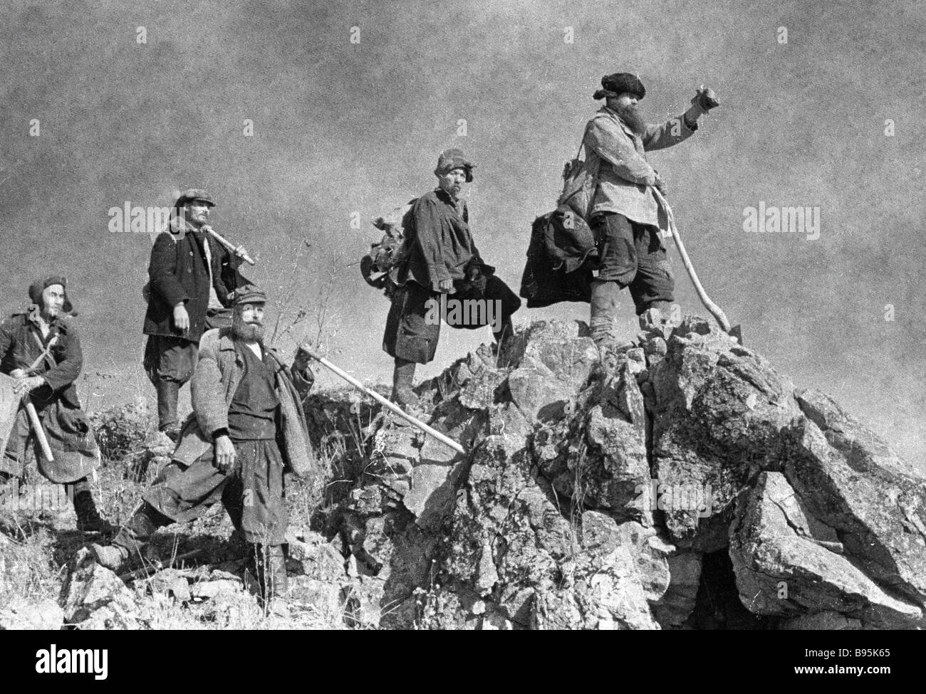 Gold panners leave for work - Stock Image