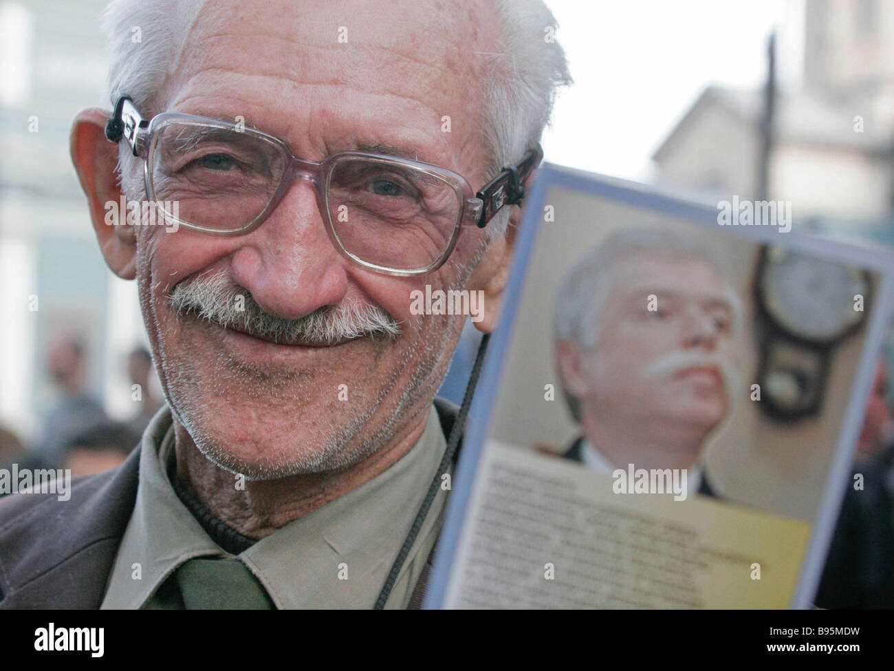 A supporter of the Georgian presidential candidate Badri Patarkatsishvili at an opposition rally near the parliament - Stock Image