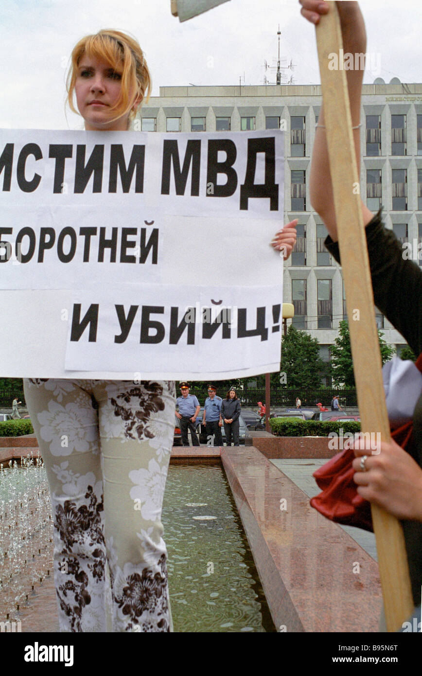Representatives of the Civil Rights Committee of the Moscow Helsinki Group and the Yabloko Party protesting against - Stock Image