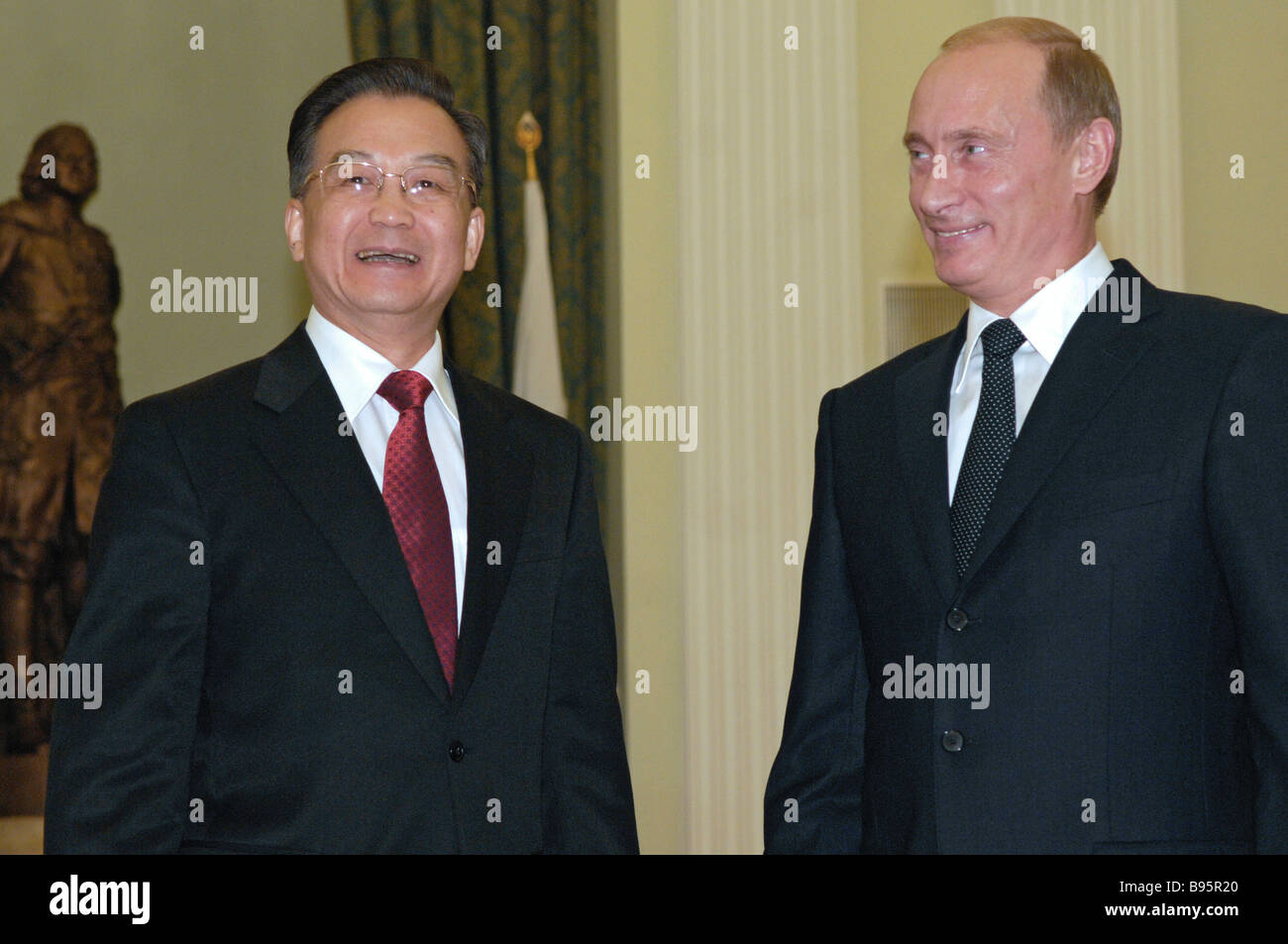 November 5 2007 Chinese Premier Wen Jiabao and Russian President Vladimir Putin left to right meet in the Kremlin - Stock Image