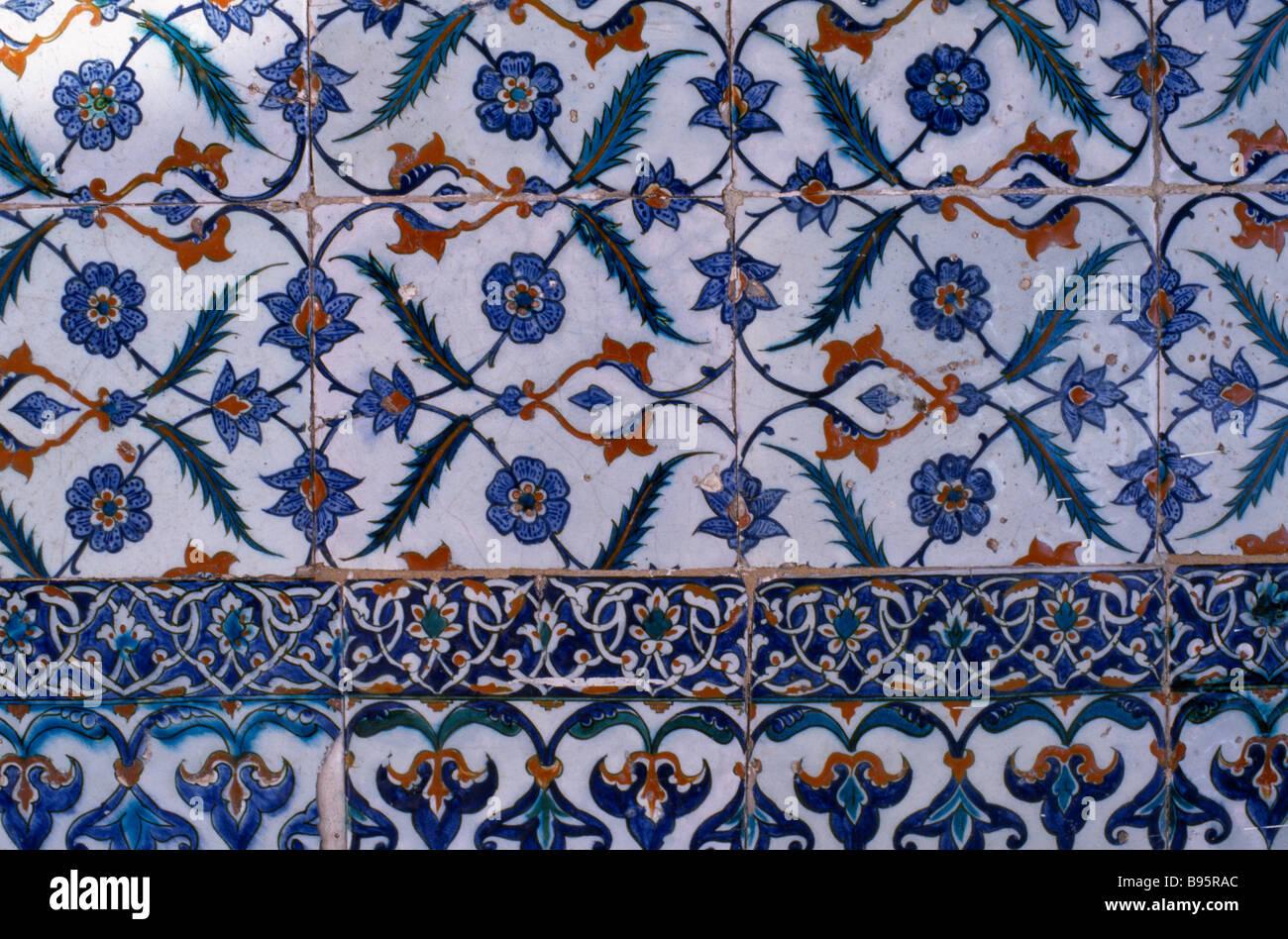 TURKEY Istanbul Seragkio Point. Topkapi Palace detail of Iznik tiles with blue stylised floral motif. - Stock Image