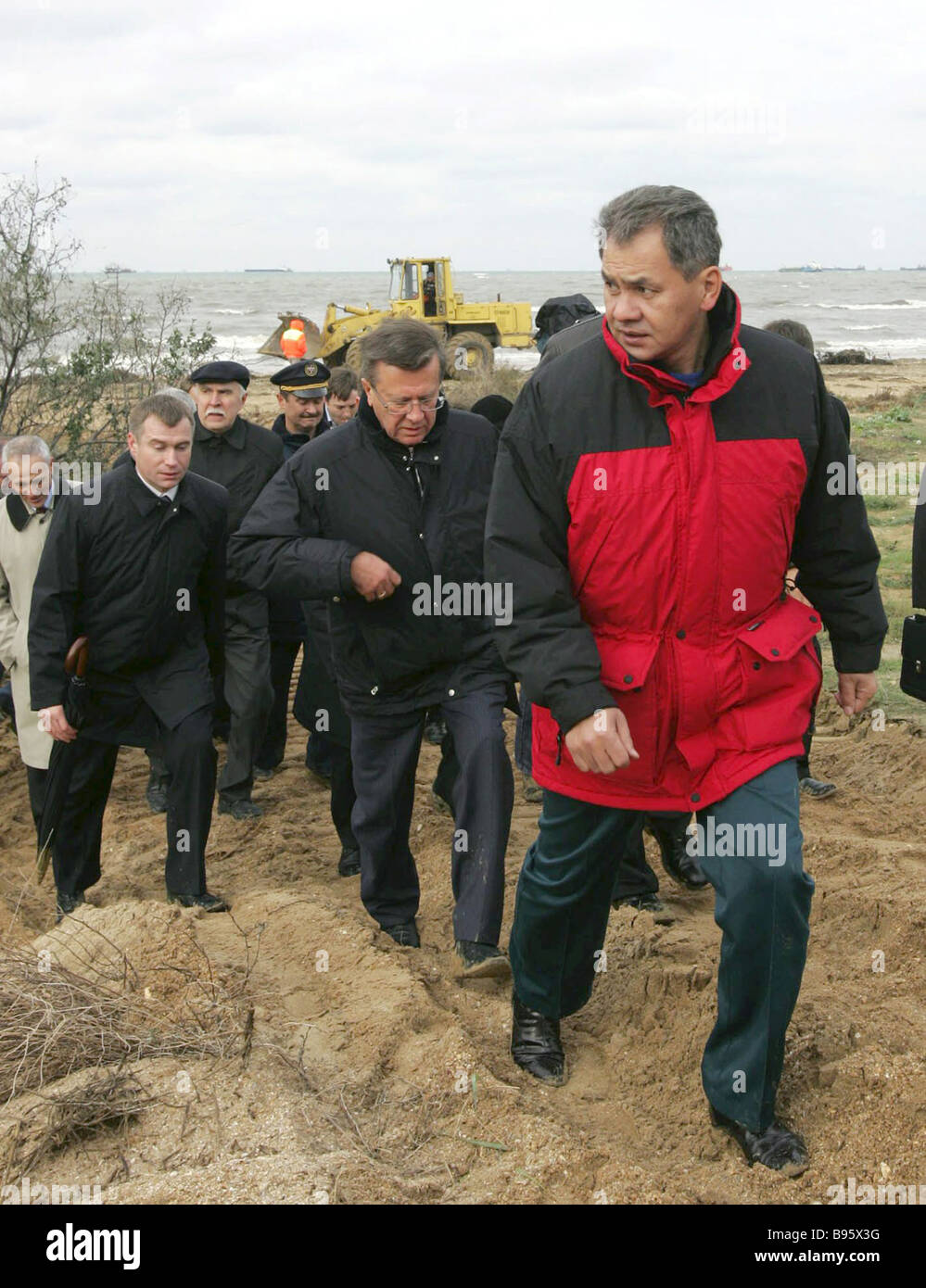 November 13 2007 Emergencies Minister Sergei Shoigu and Prime Minister Viktor Zubkov right to left inspecting the - Stock Image