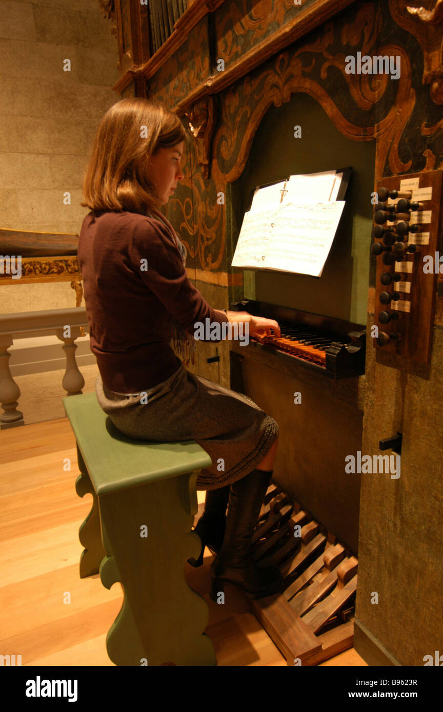 USA New York Rochester 17th century baroque organ played by a masters student at the Memorial Art Gallery. - Stock Image