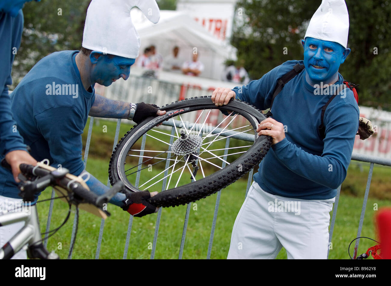 France, Gironde, flat, 9th edition,  puncture, 9th edition, 26th May 2007of the Médocaine, mountain bike race taking Stock Photo