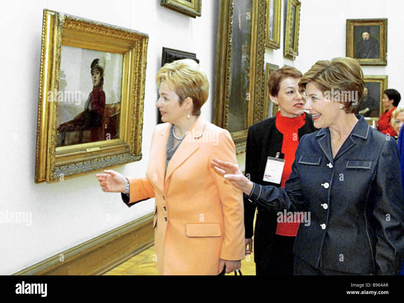 From left: Russian and U.S. First Ladies, Lyudmila Putina and Lora Bush, respectively, in front of Ivan Kramskoy's - Stock Image