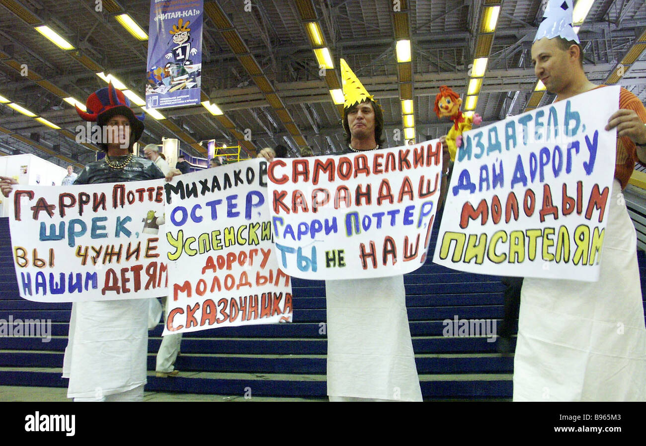 Supporters of Russian authors at the 17th International Book Fair held in Moscow - Stock Image