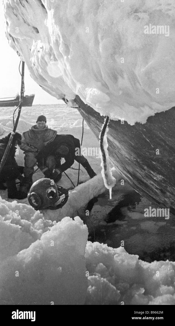 A diver gearing up for sinking The ship stuck in ice - Stock Image