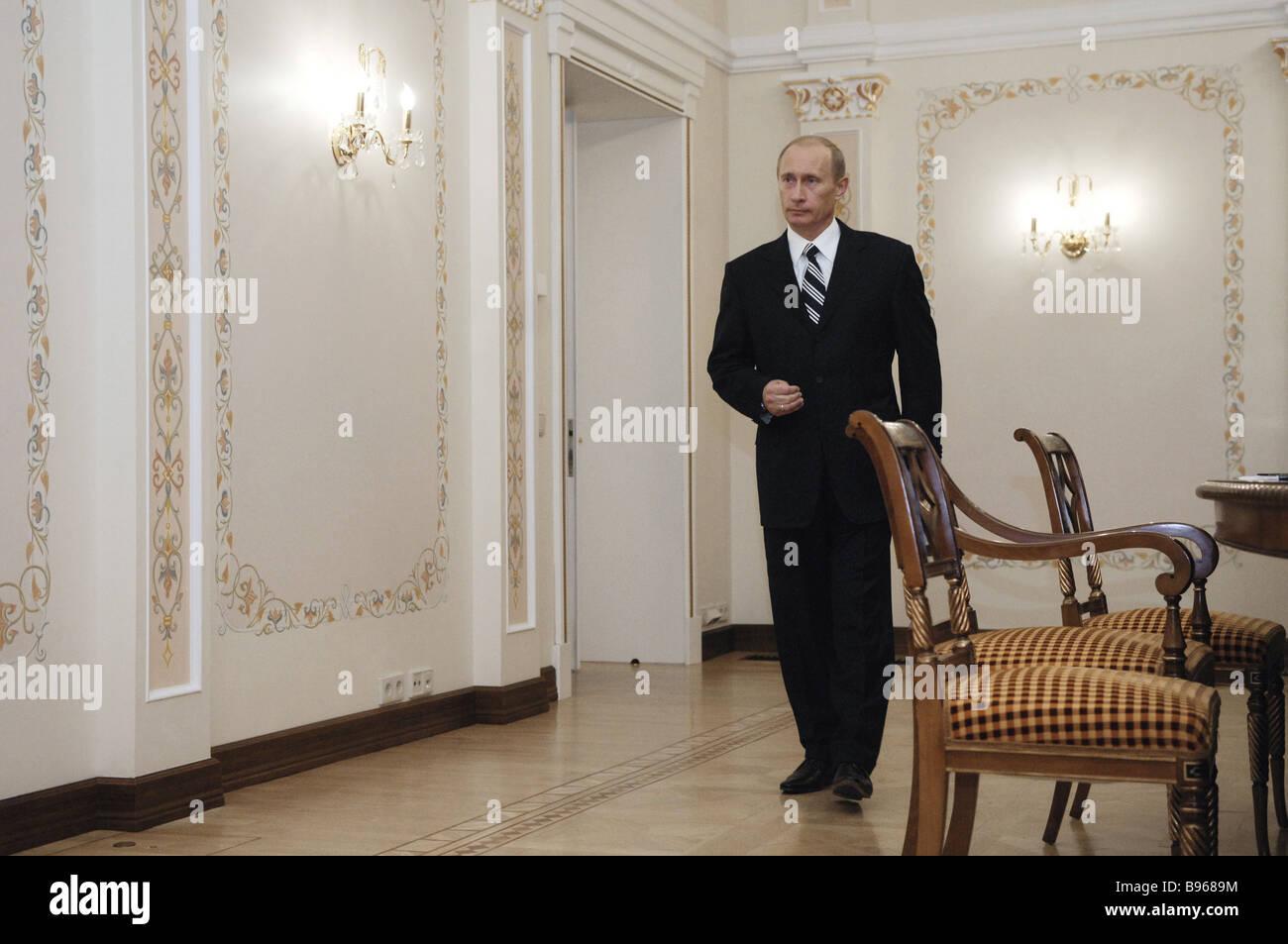 Russian President Vladimir Putin during talks with Ukrainian Prime Minister Viktor Yanukovych in the Novo Ogarevo - Stock Image