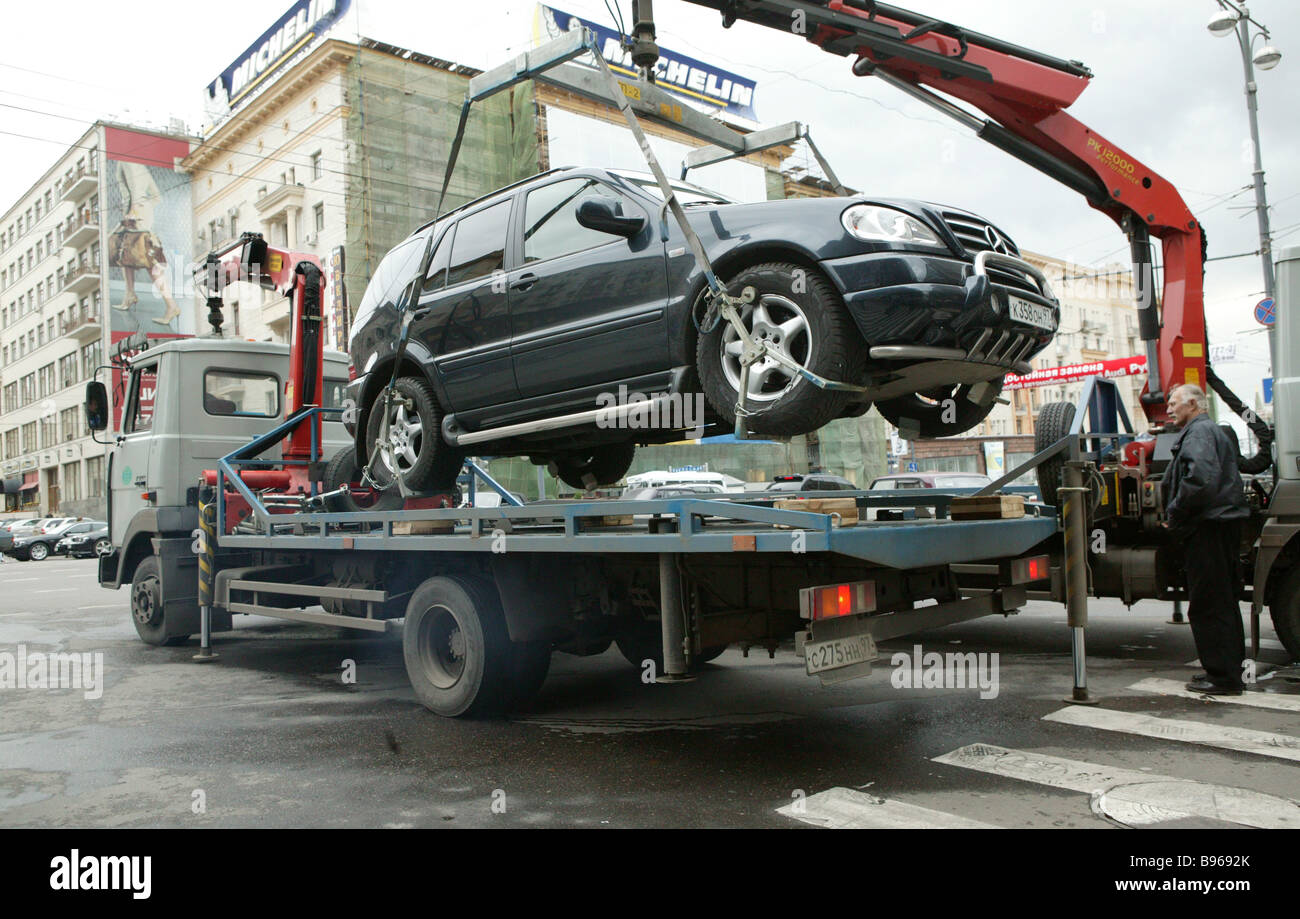 A wrecker removes a wrongly parked car from Tverskaya Street Moscow s main - Stock Image