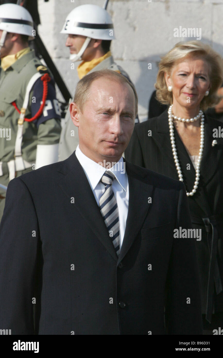 October 25 2007 Russian President Vladimir Putin and Director of the Museum of the Jeronimos Monastery Isabel Cruz - Stock Image