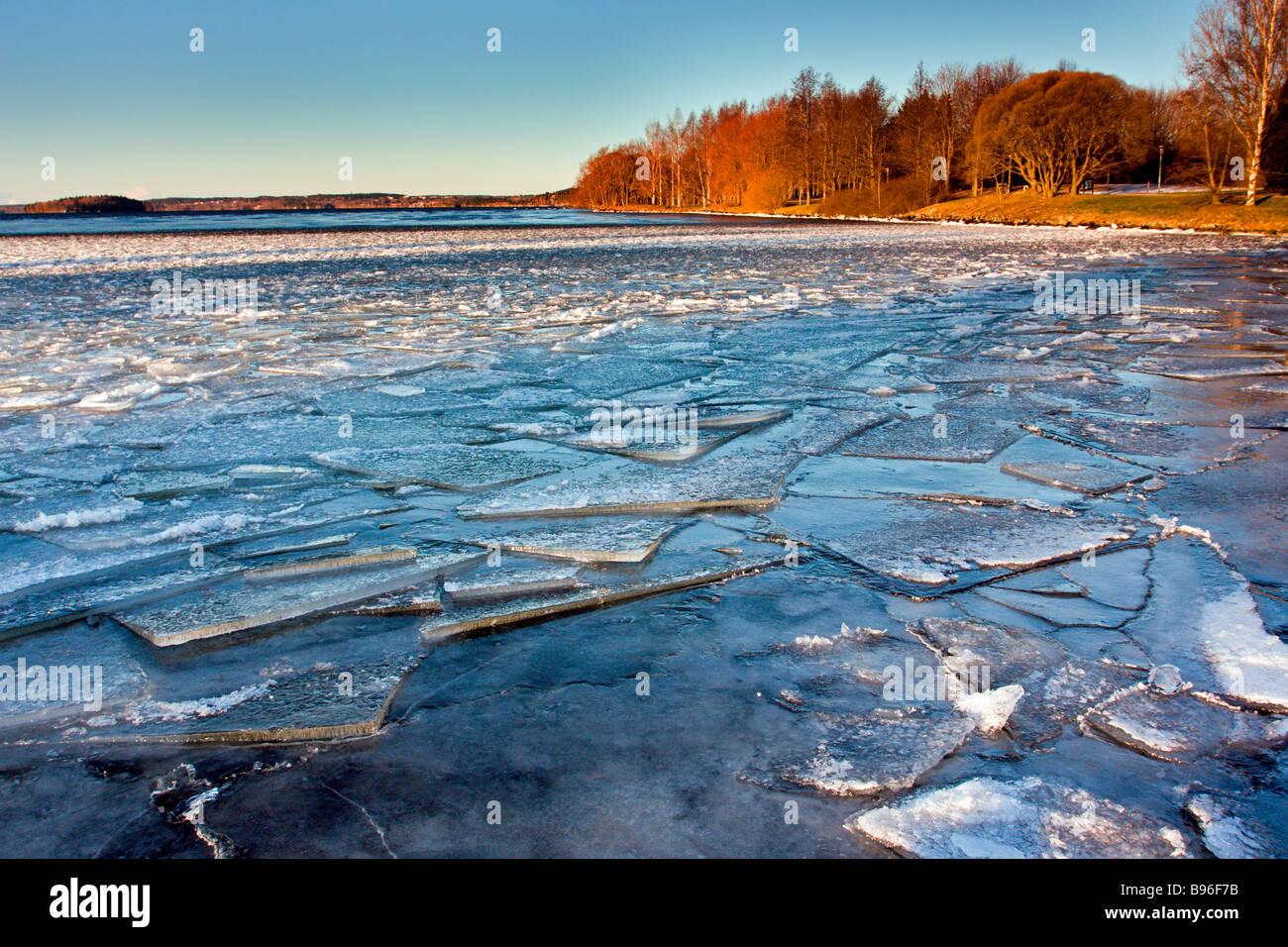 Tampere: Hatanpää Mansion & Arboretum: Pyhäjärvi: Hummock Ice - Stock Image