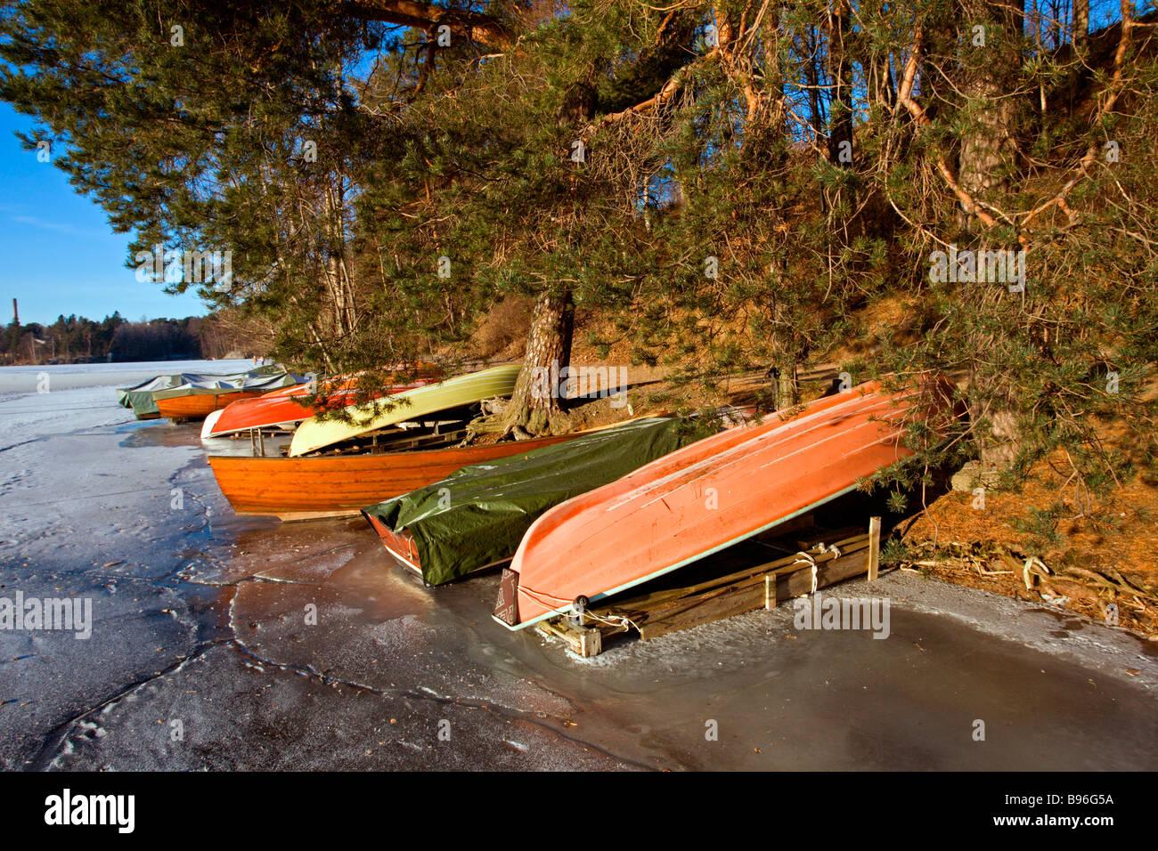 Tampere: Pyhäjärvi: Sunny Winter Day with Boats - Stock Image