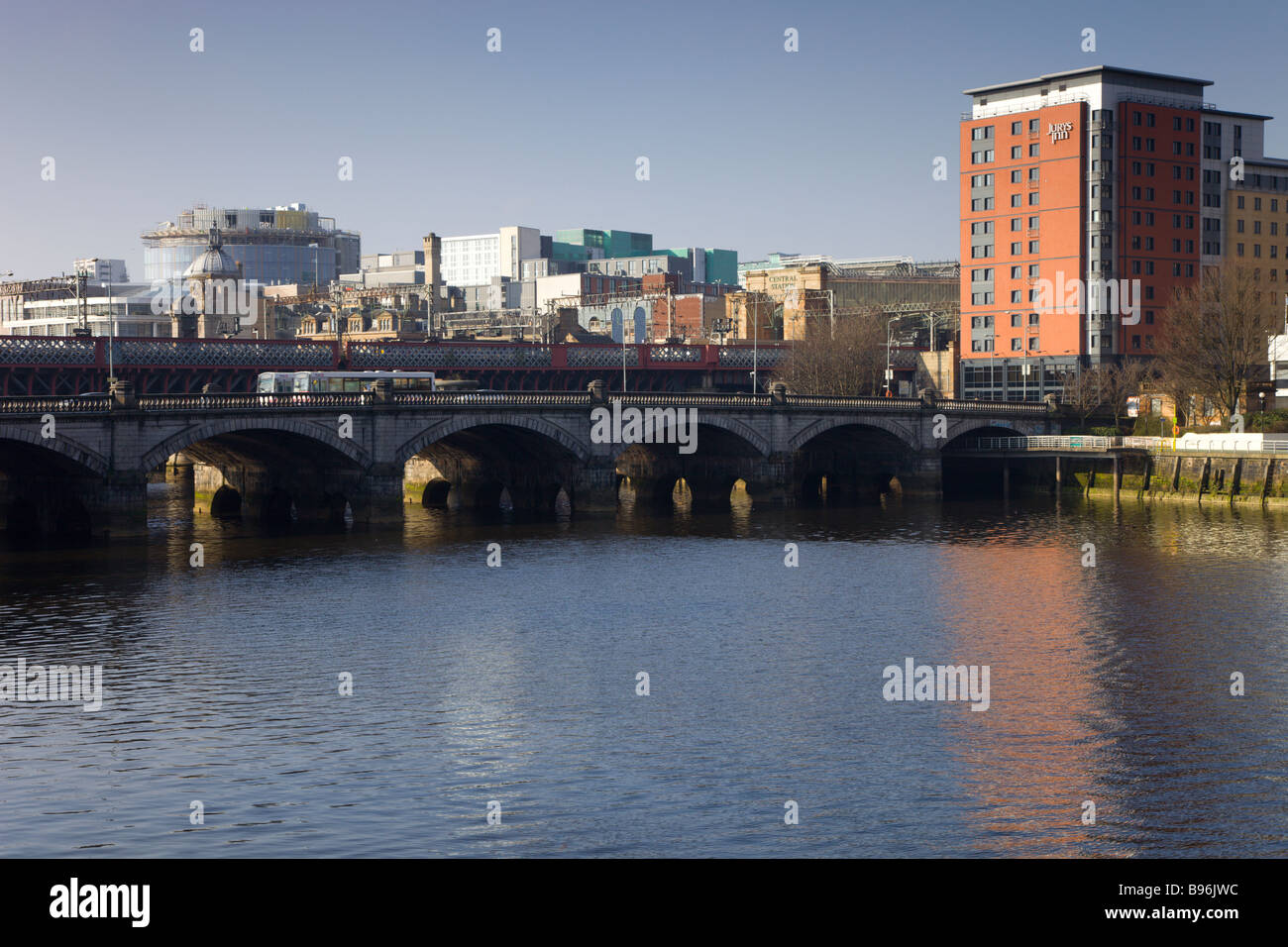 Glasgow Bridge from south side of River Clyde with Central Station, railway bridge and financial district behind. - Stock Image