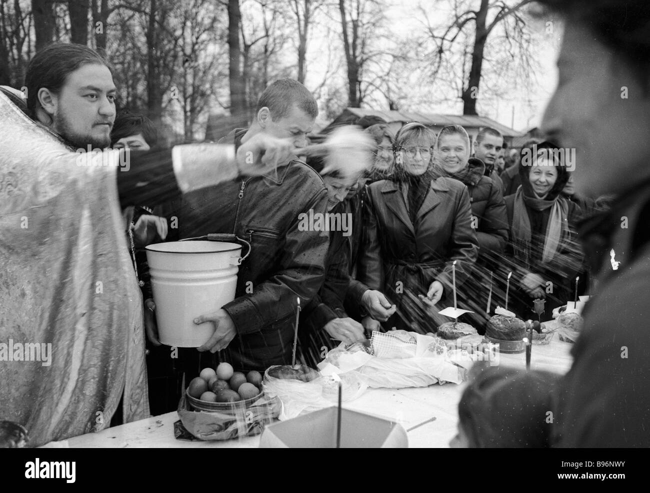 The parish priest blesses Easter cakes and cream cheese Our Lady s Church at Troitse Lykovo - Stock Image