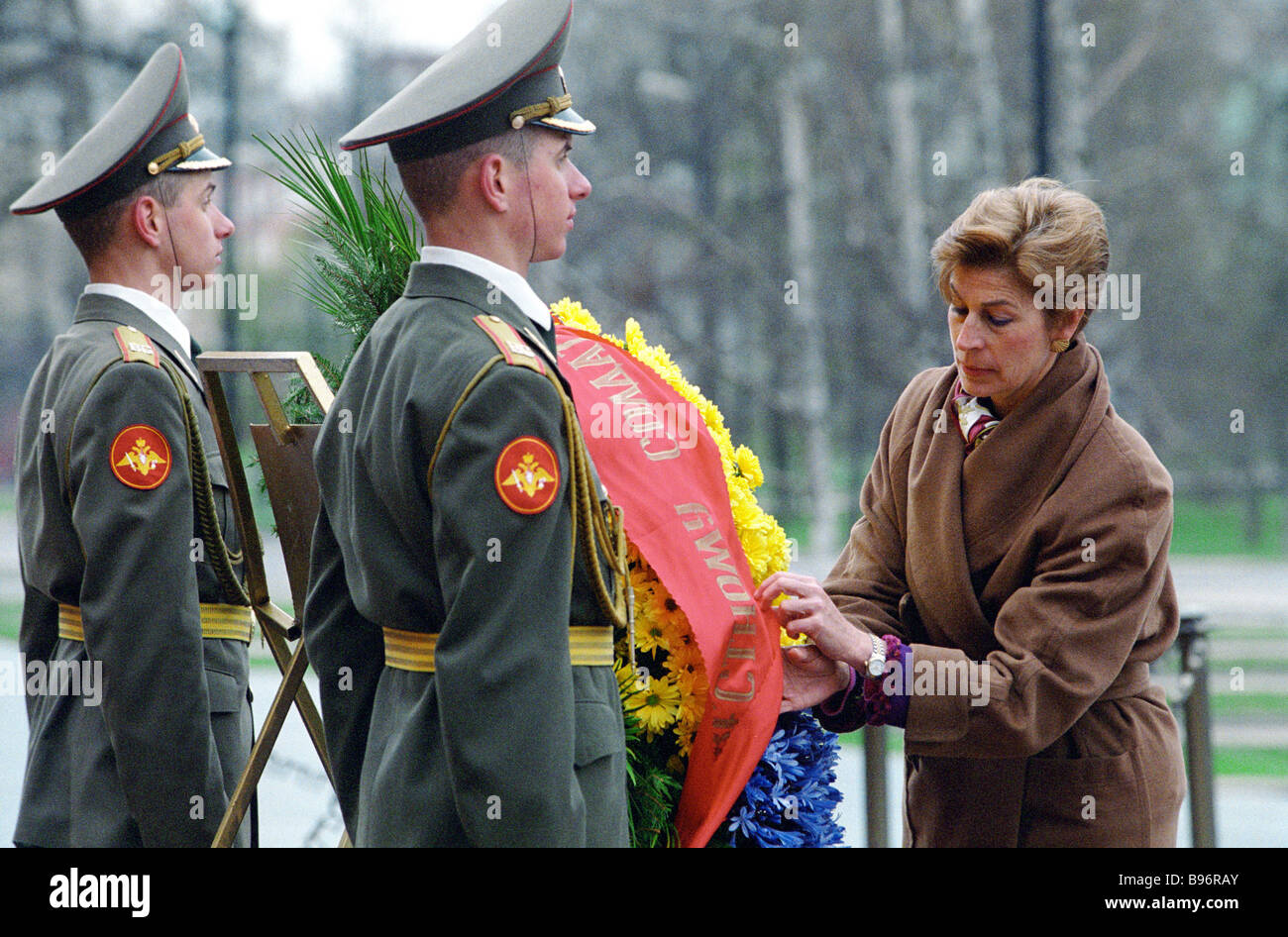 Columbia Foreign Ministey Maria Barco Isacson on stay in Russia laying flowers to Unknown Soldier s Tomb near Kremlin Stock Photo