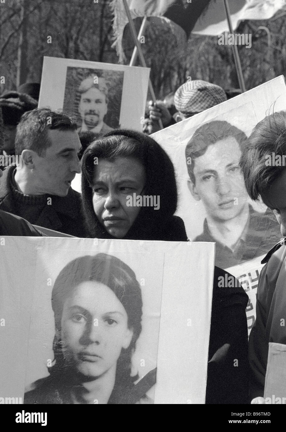 Muscovites carry portraits of their relatives on the Memorial Day of the October 1993 victims - Stock Image