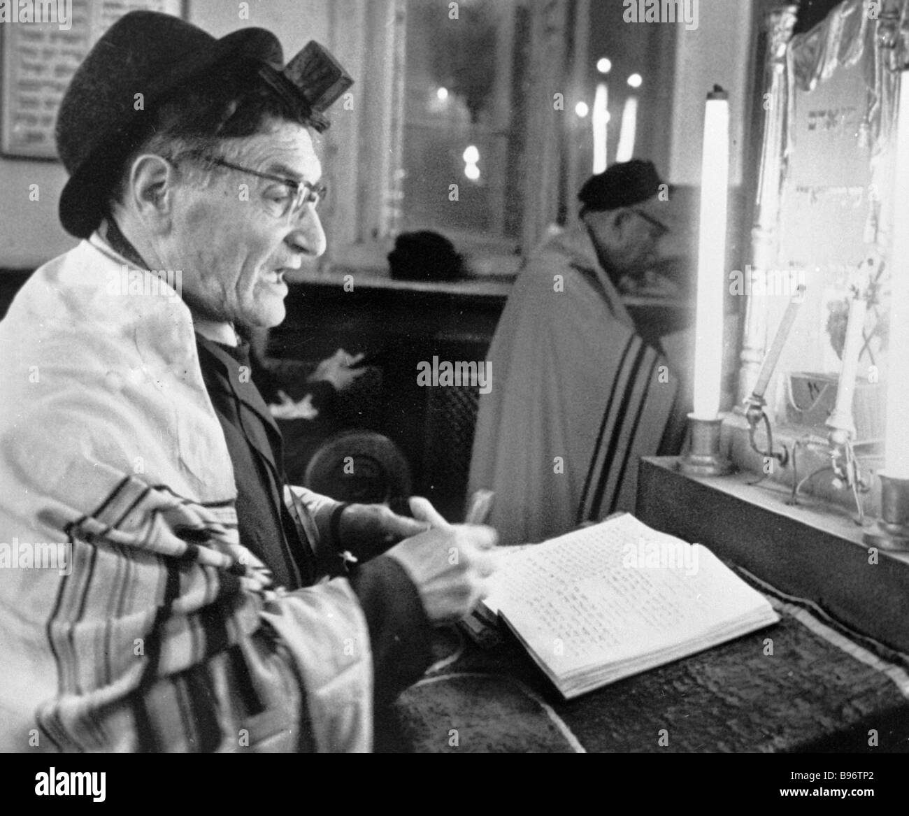 Jew prays at Moscow Choral Synagogue - Stock Image