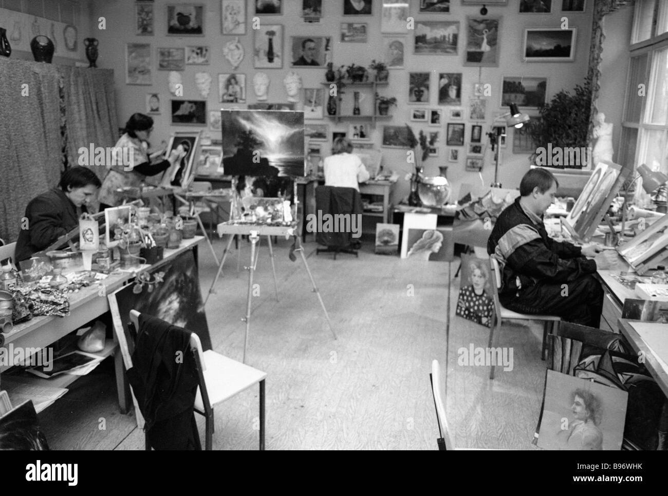 Patients of Kashchenko mental institution paint pictures at its art workshop - Stock Image