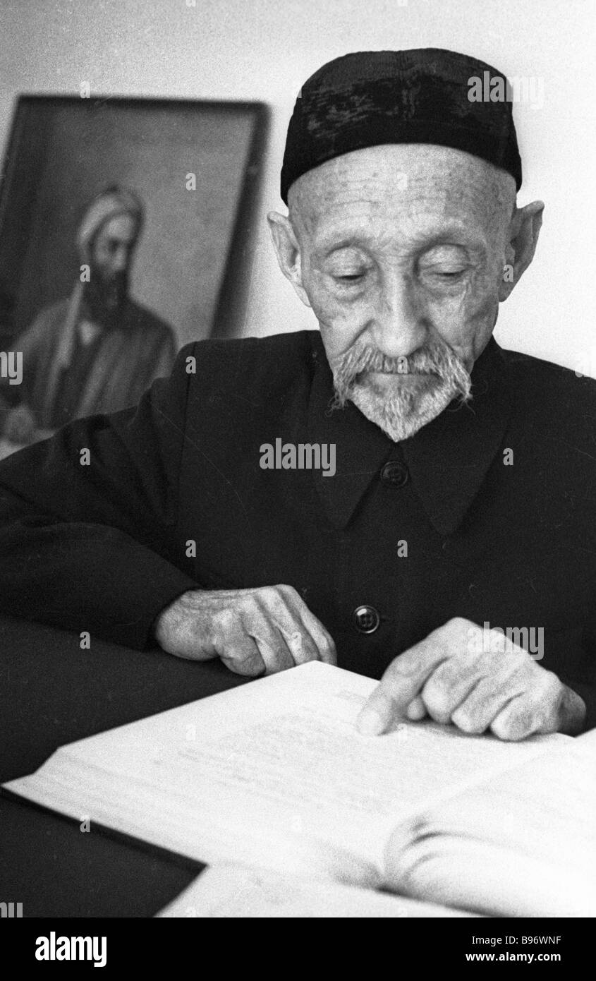 Philologist Abdelfattakh Rasulev one of the authors of an Uzbek translation of Arabian Nights - Stock Image