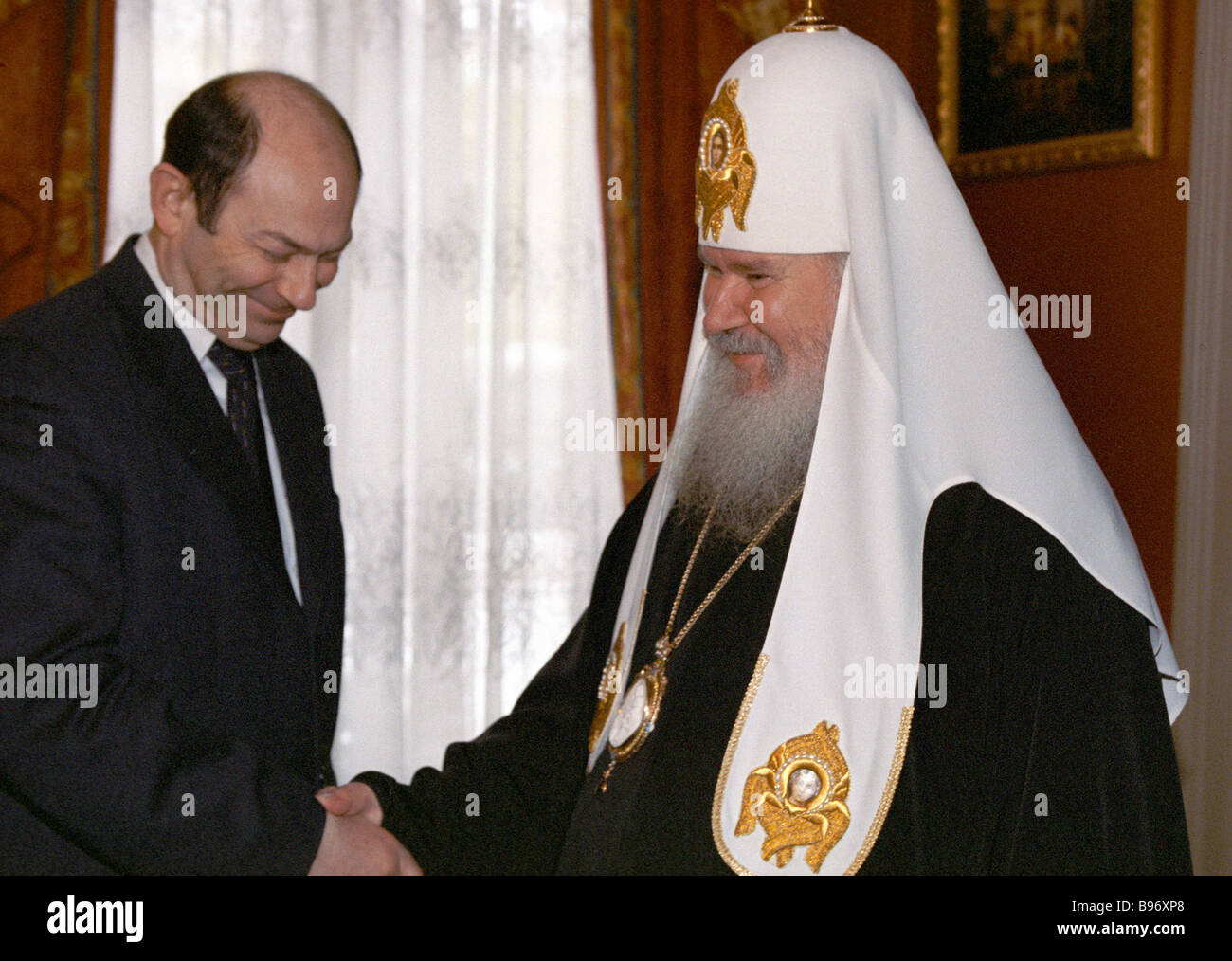Patriarch of Moscow and all Russia Alexis II right talks to the Russian Security Council secretary Vladimir Rushailo - Stock Image