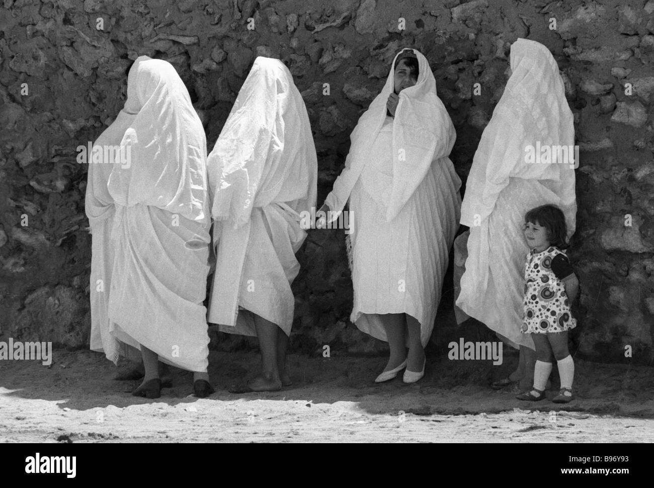Tunisian women in national dress - Stock Image