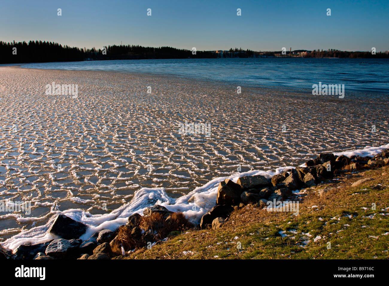Tampere: Hatanpää Mansion & Arboretum: Lake Pyhäjärvi Hummock Ice - Stock Image