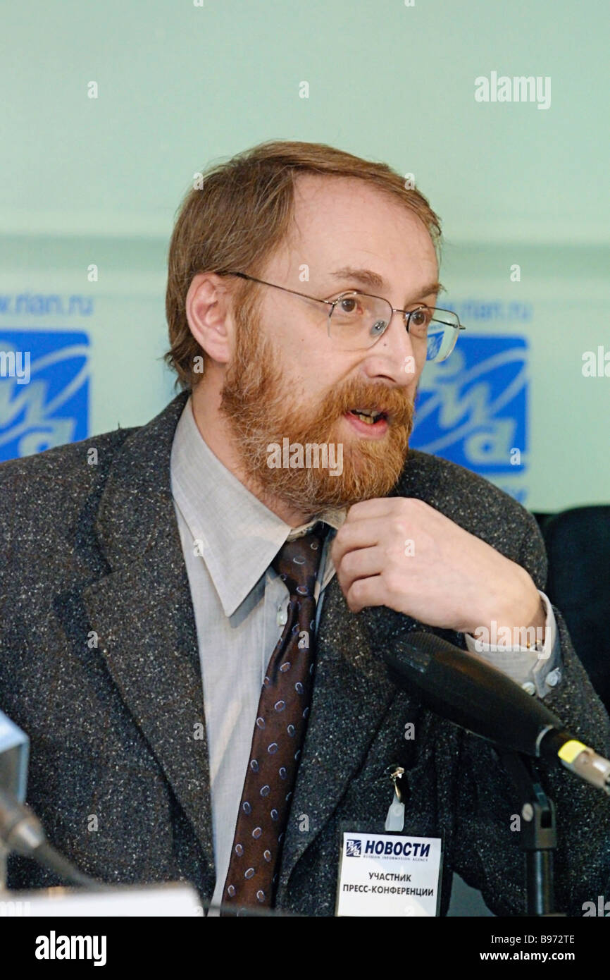 Alexander Oslon President of the Public Opinion Foundation attends RIA Novosti news conference that discussed Russians - Stock Image