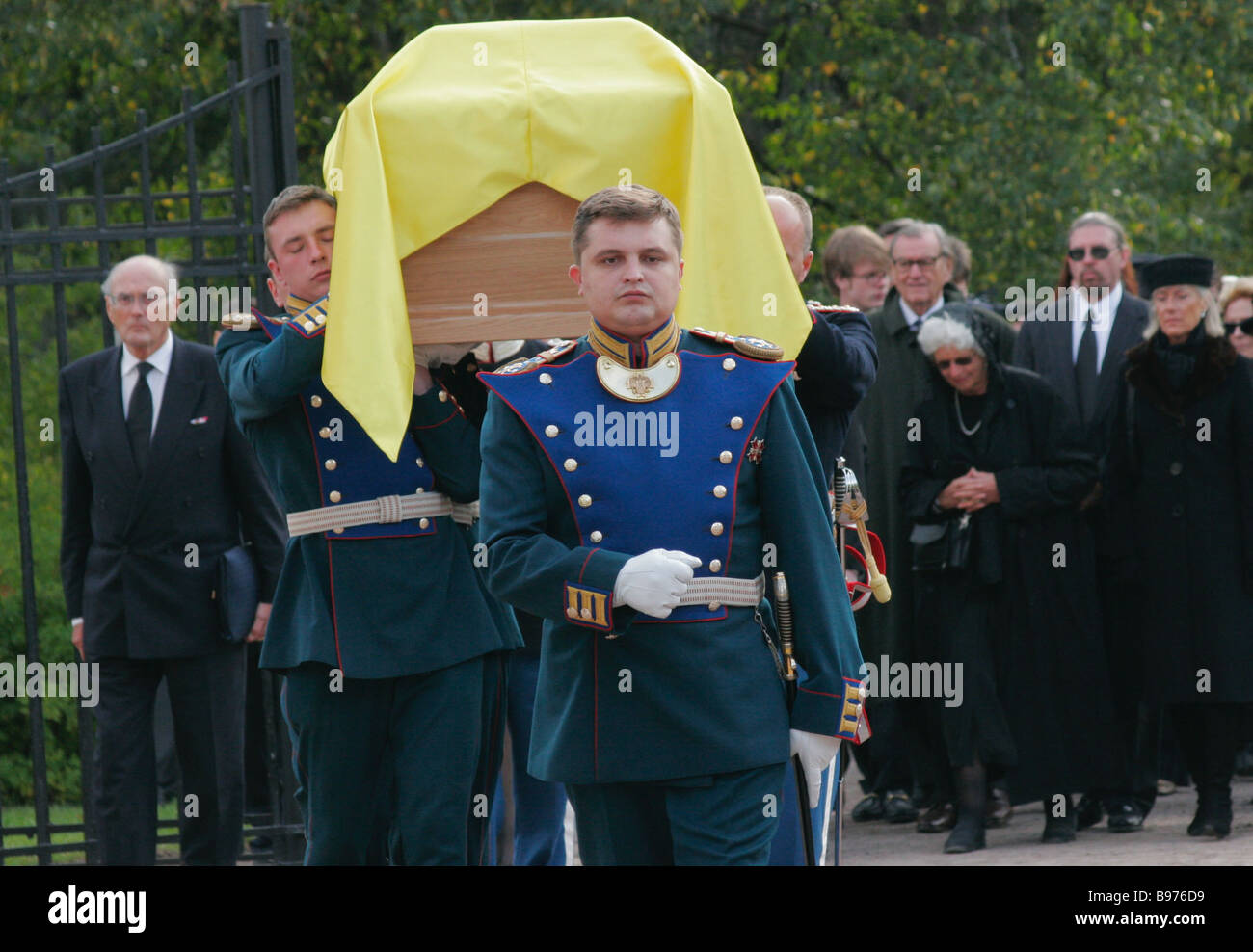 Ceremony to meet the coffin with the remains of Empress Maria Feodorovna in Peterhof - Stock Image