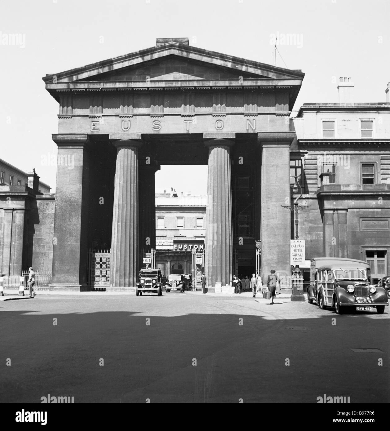 The grand Euston Railway Station Arch, London,1950s. This famous four columned archway, built in 1837, was the original - Stock Image