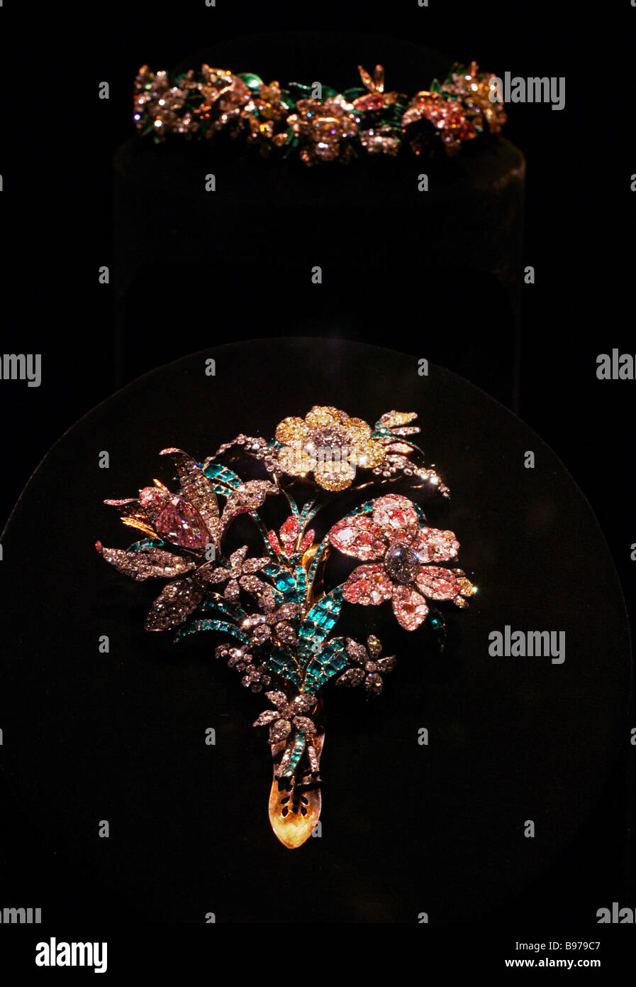 The brooch Grand Bouquet 1760 Gold silver emeralds diamonds Weight 258 85 gr - Stock Image