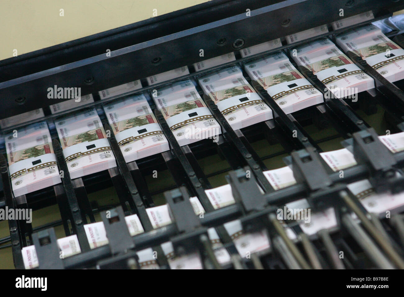 Cutting packing and wrapping bundles of 100 ruble bills at Moscow s Goznak printing factory - Stock Image