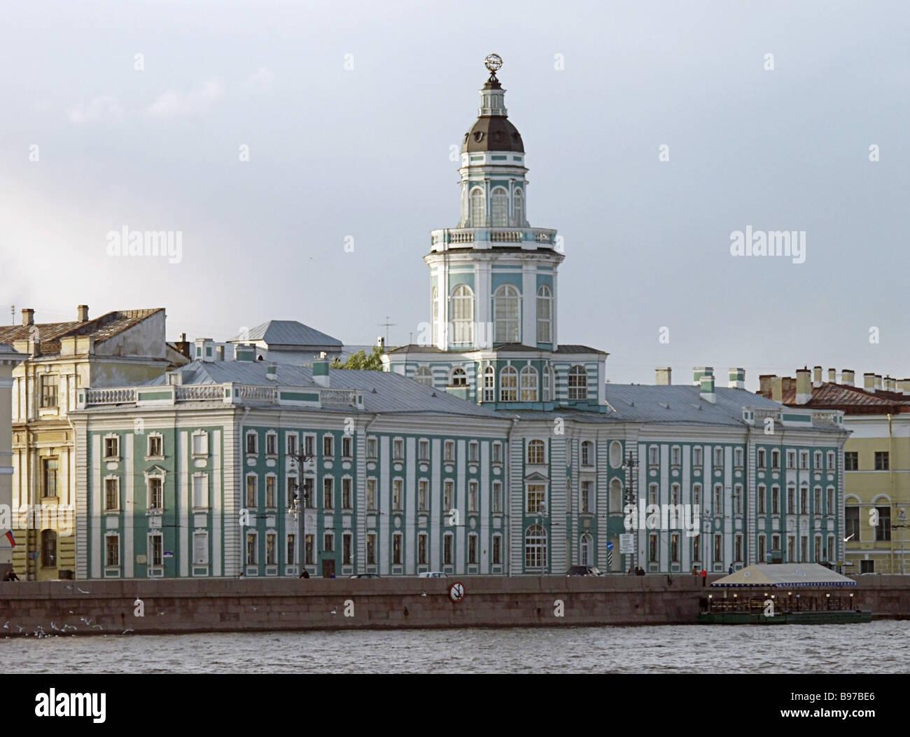 Kunstkamera Cabinet of Curiosities in the Neva s University Embankment St Petersburg Russia s first state run sciences - Stock Image